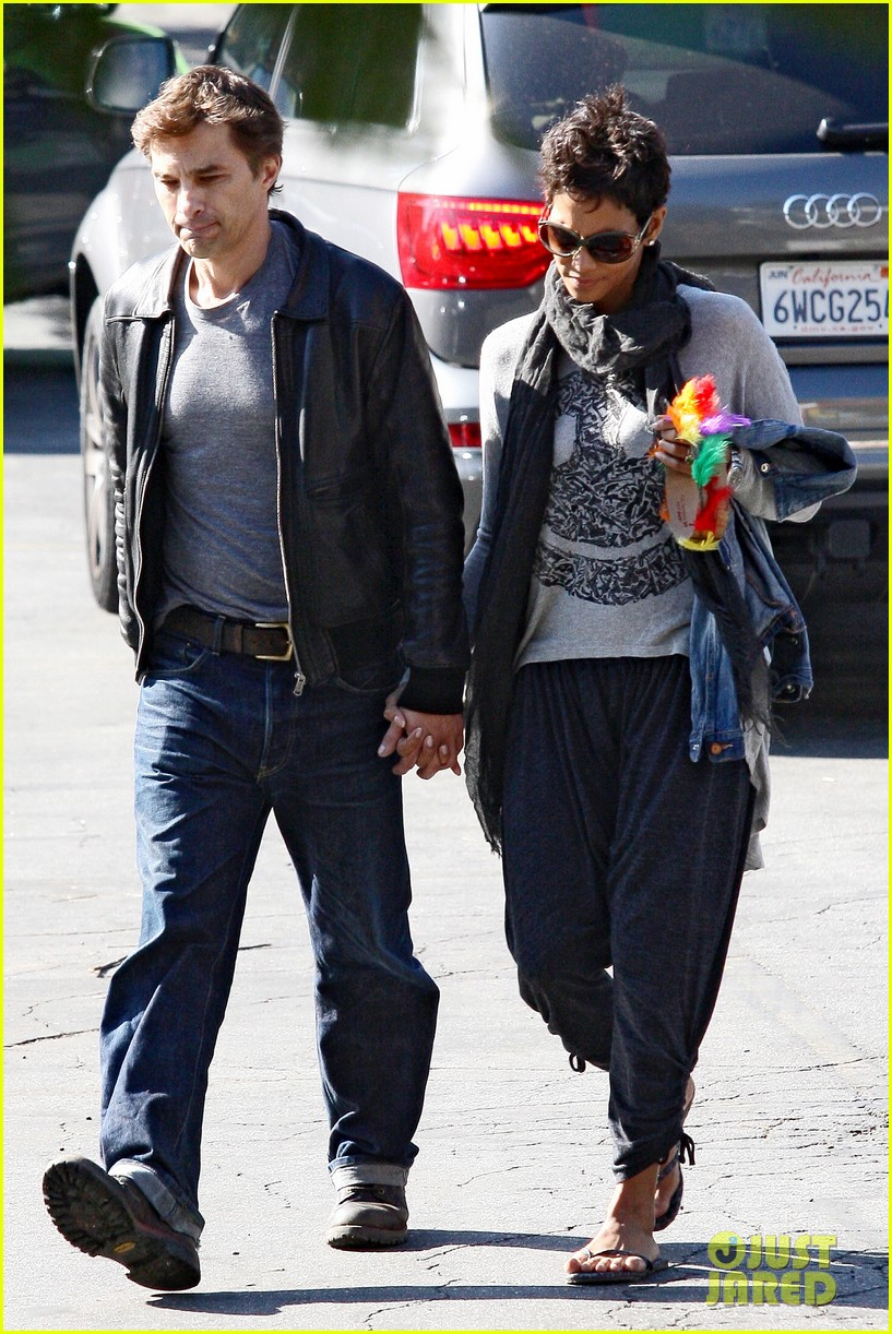 halle berry olivier martinez early thanksgiving party nahla aubry 142762284