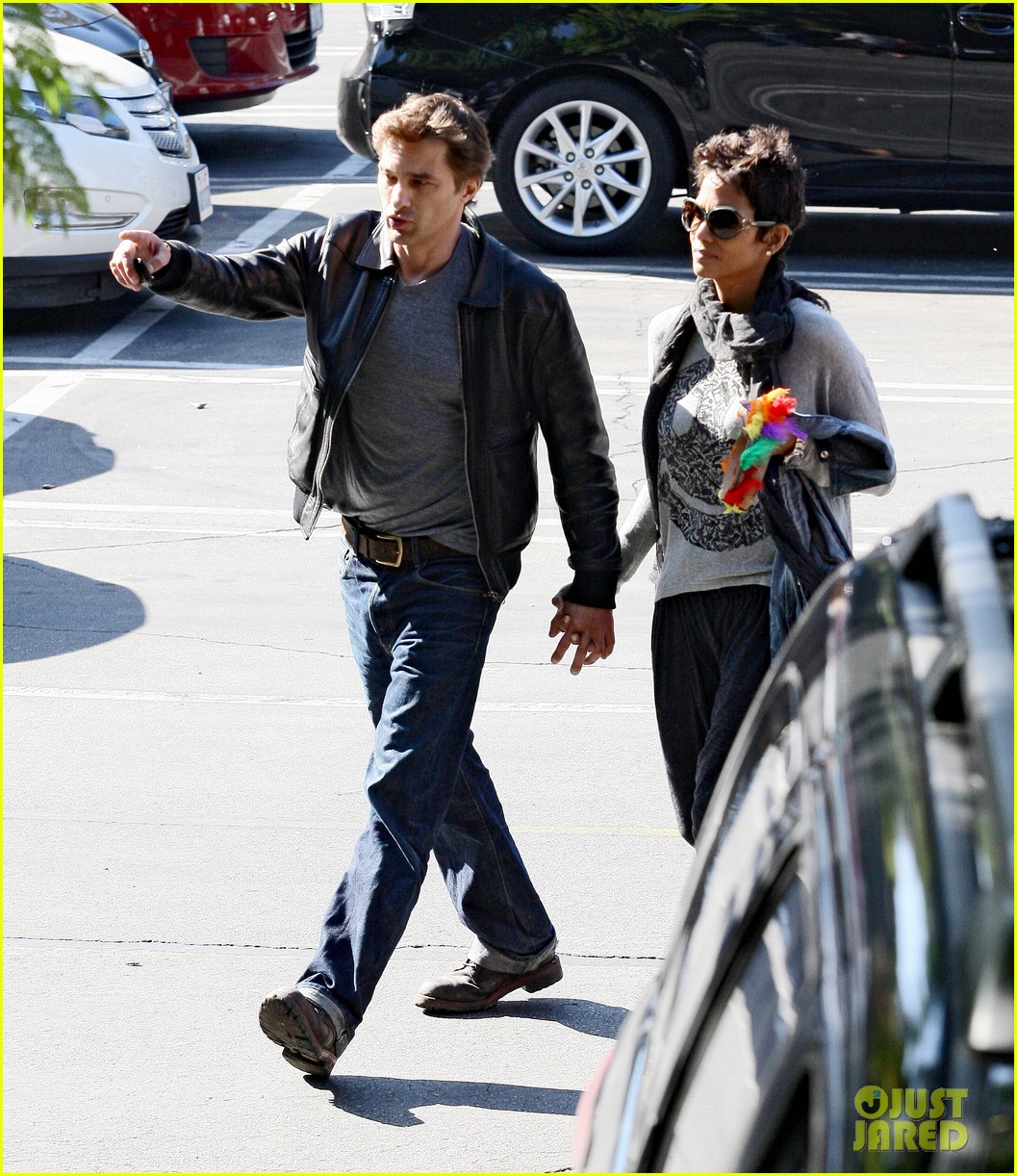 halle berry olivier martinez early thanksgiving party nahla aubry 17