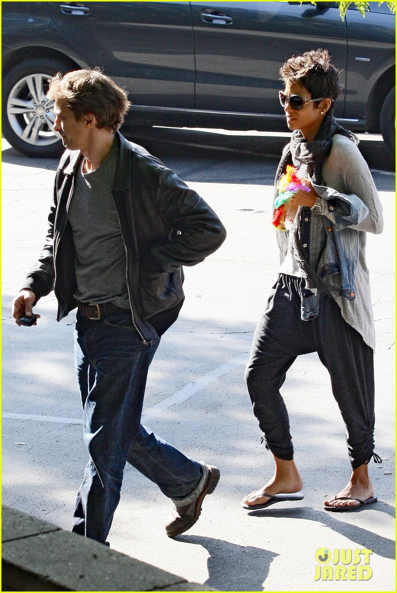 halle berry olivier martinez early thanksgiving party nahla aubry 19