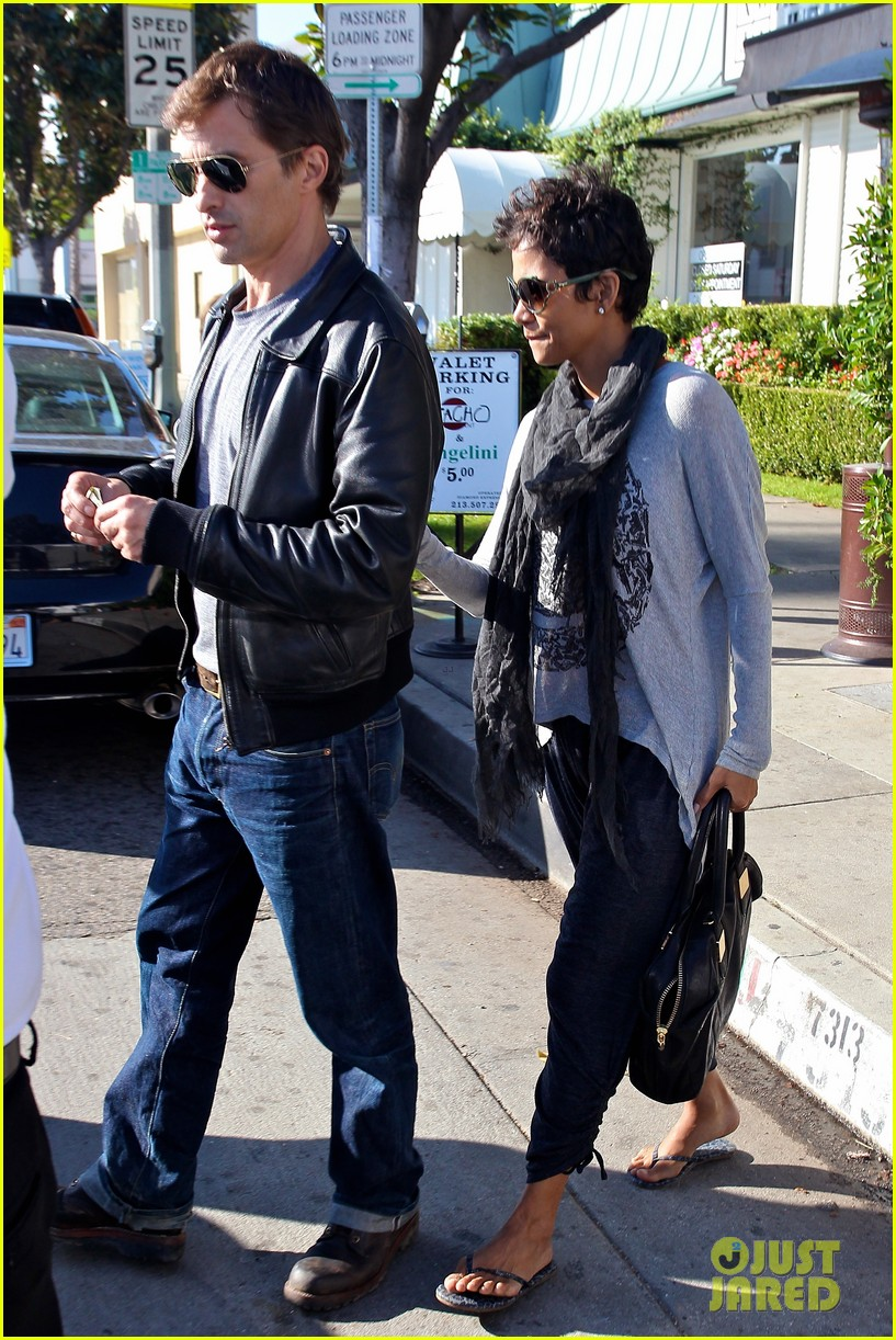 halle berry olivier martinez early thanksgiving party nahla aubry 22