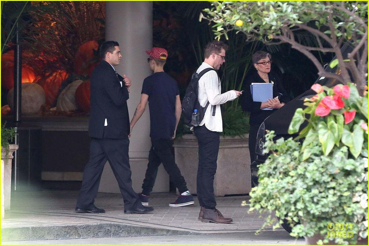 justin bieber selena gomez reunite at four seasons 062759154