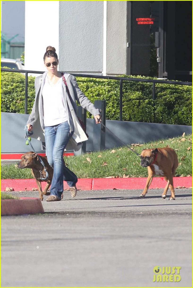 jessica biel dog walk before private plane departure 06