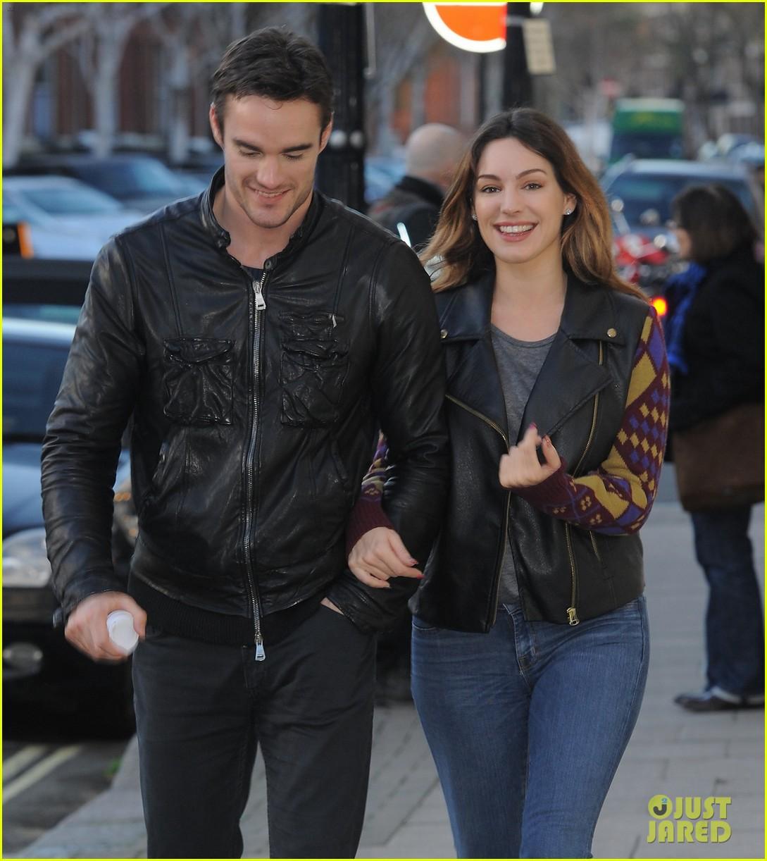 kelly brook birthday stroll with boyfriend 01