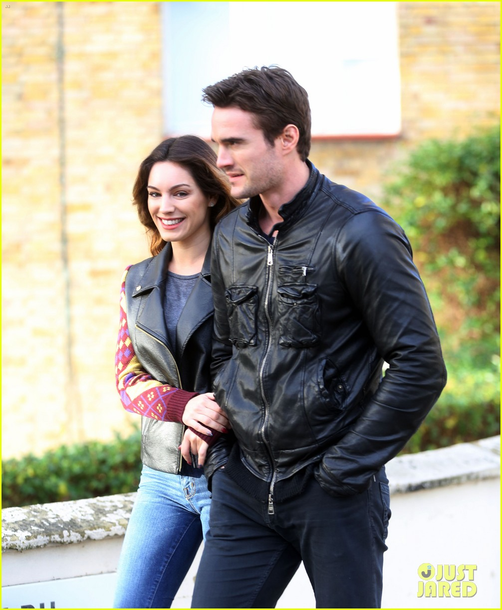 kelly brook birthday stroll with boyfriend 02