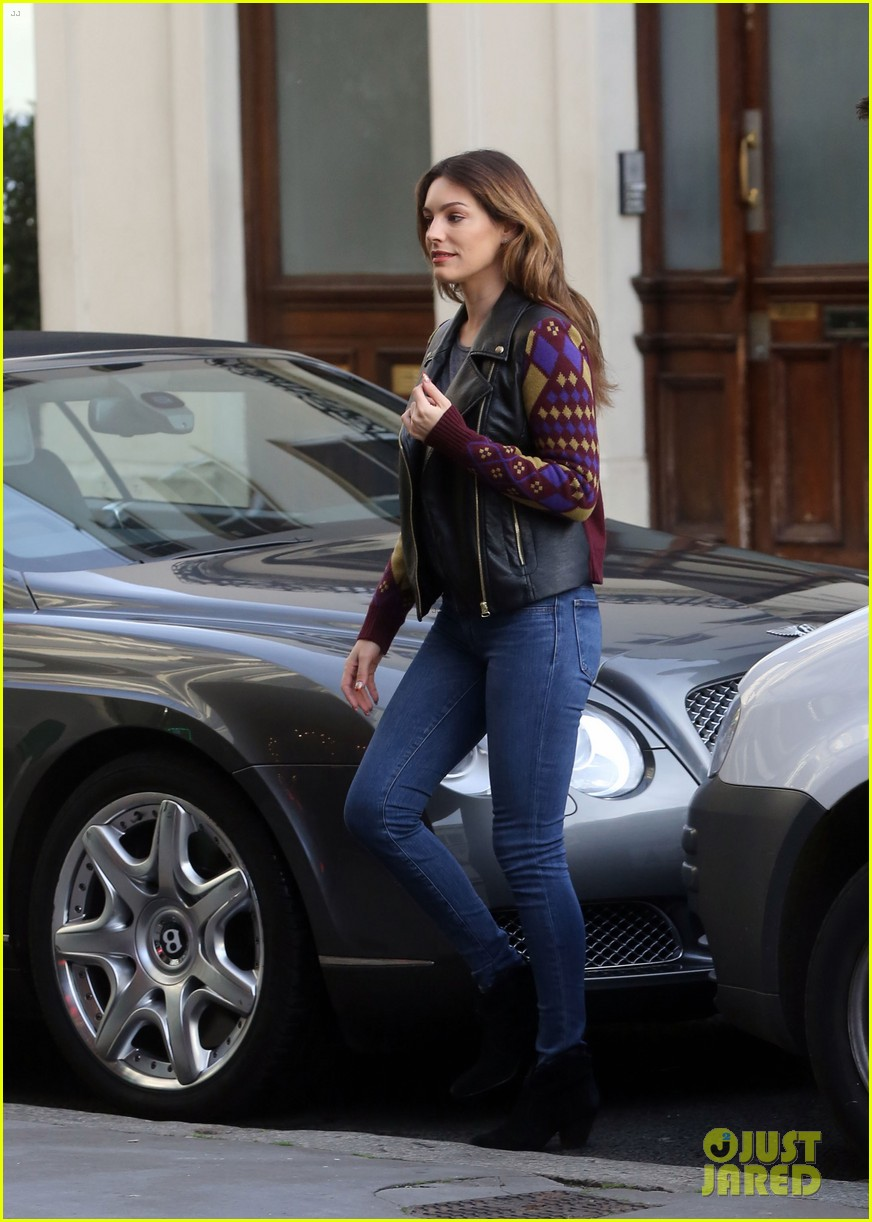 kelly brook birthday stroll with boyfriend 07