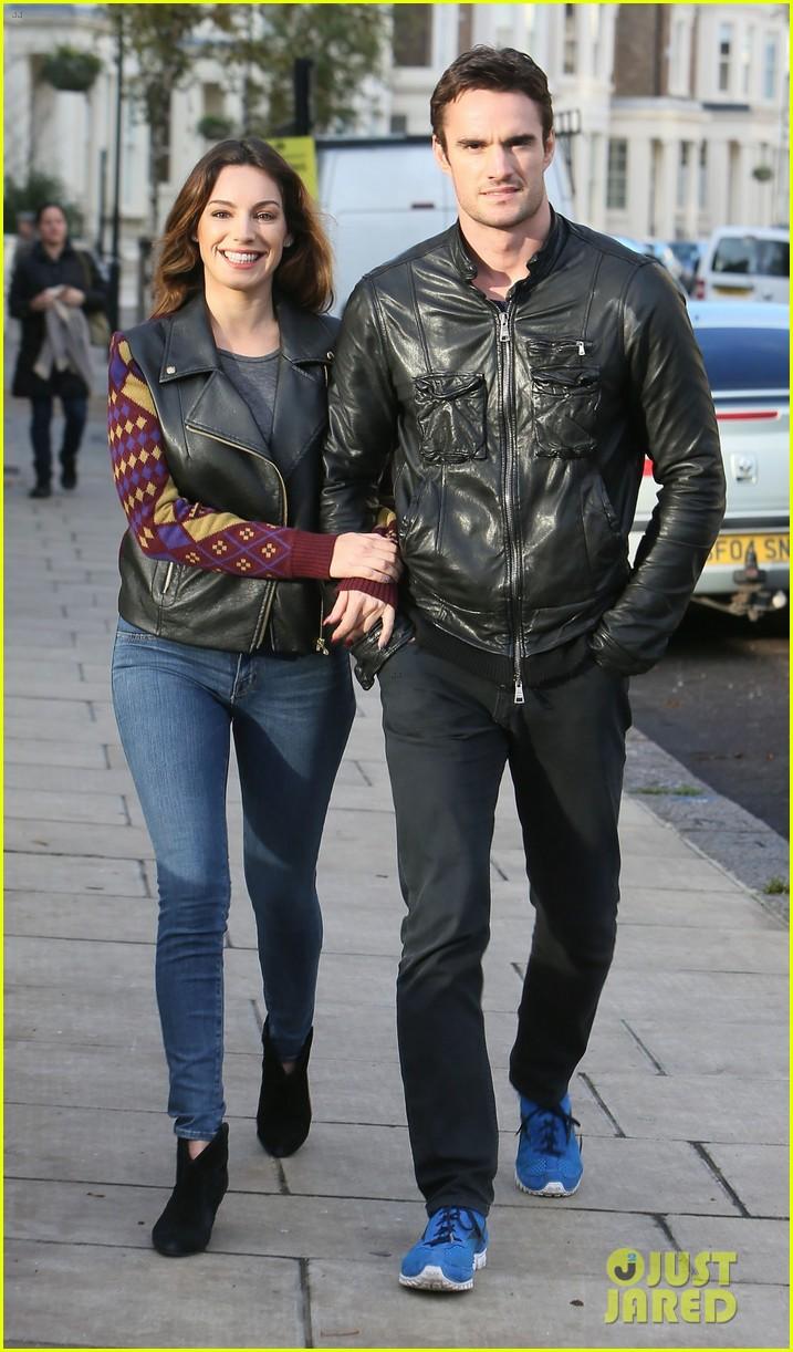 kelly brook birthday stroll with boyfriend 09