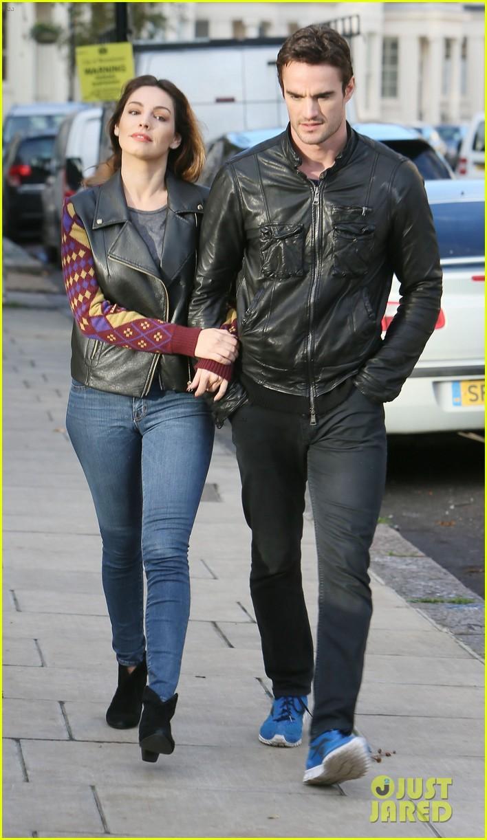kelly brook birthday stroll with boyfriend 12