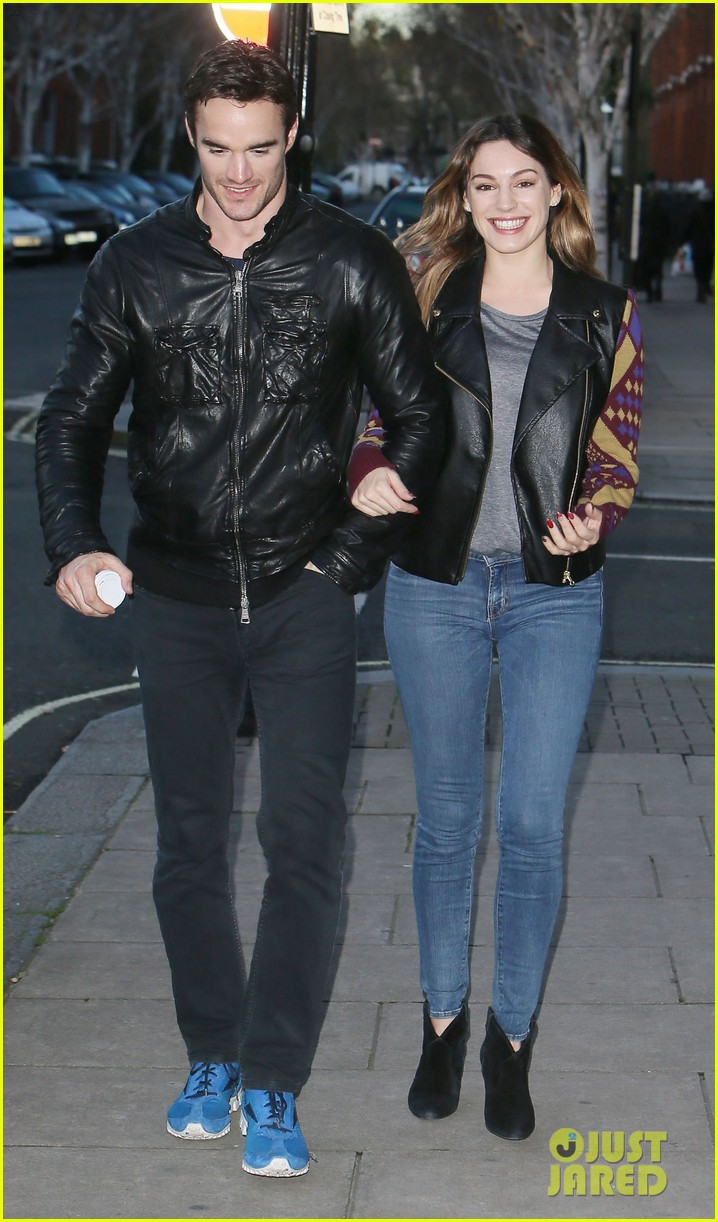 kelly brook birthday stroll with boyfriend 14