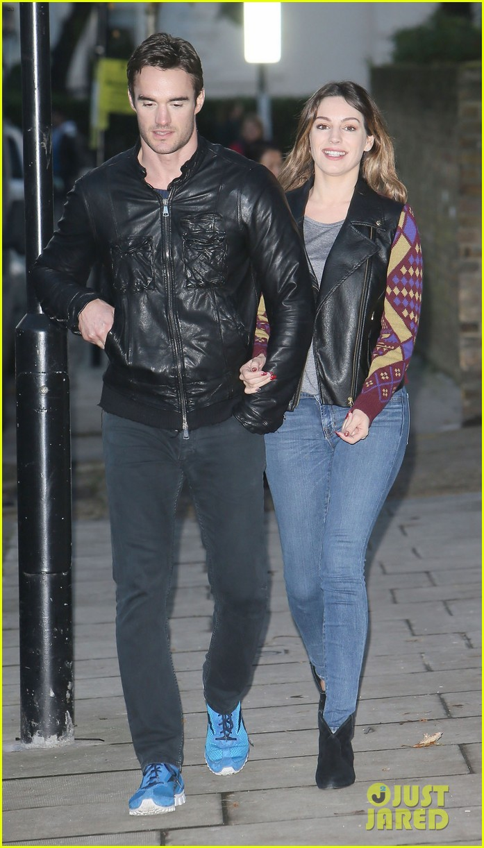 kelly brook birthday stroll with boyfriend 15
