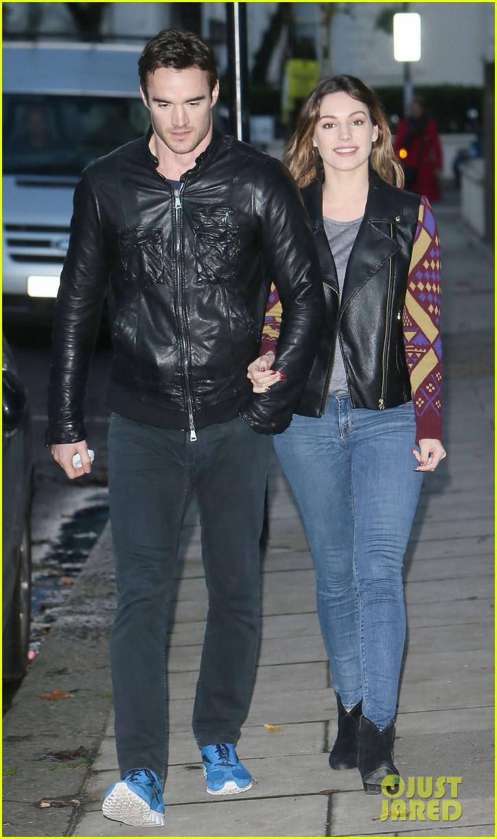 kelly brook birthday stroll with boyfriend 16