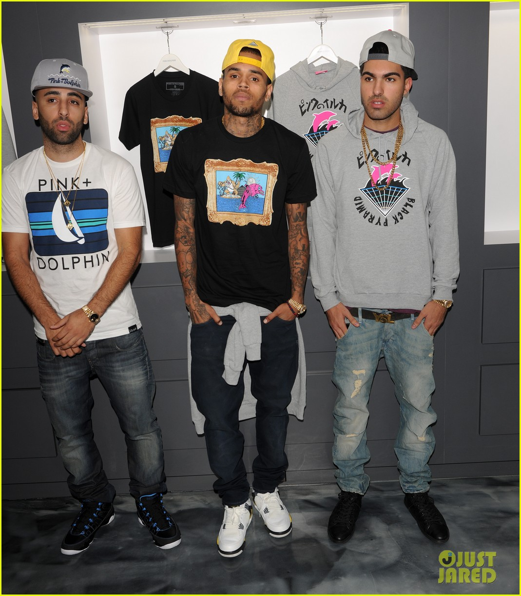 chris brown pink dolphin in store meet and greet09