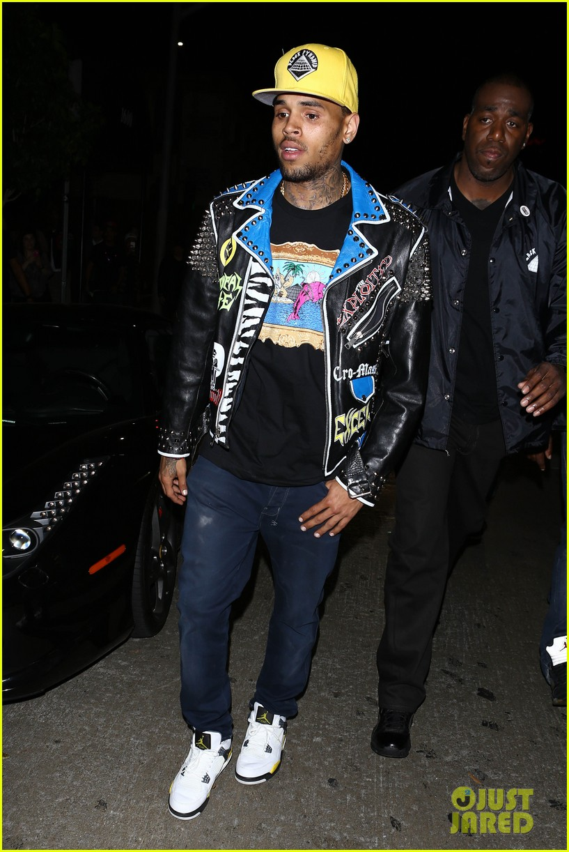 chris brown pink dolphin in store meet and greet15