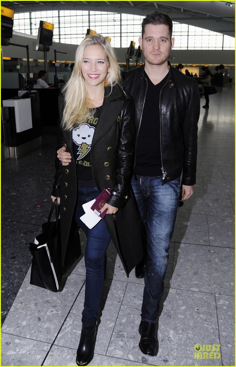 michael buble luisana lopilato london departing couple 01