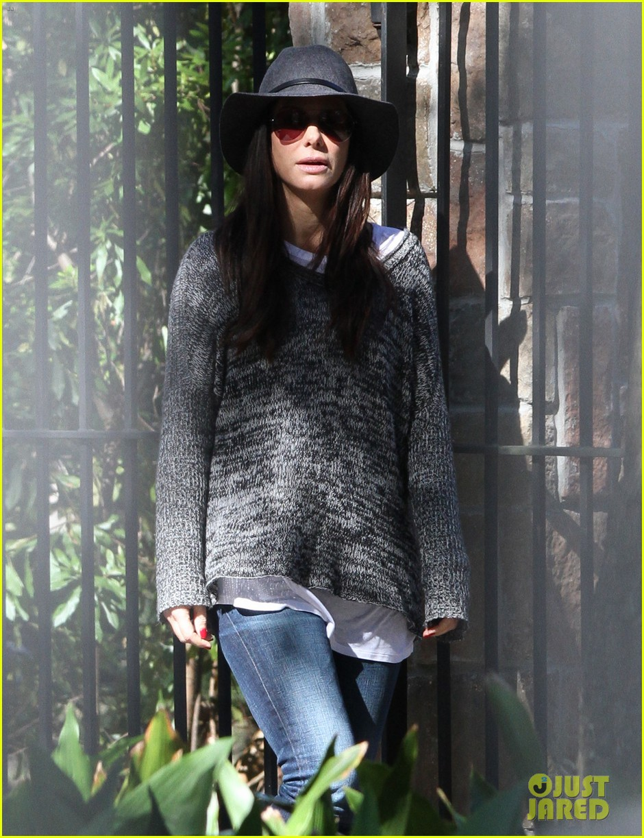 sandra bullock camila alves hang out with the kids 05