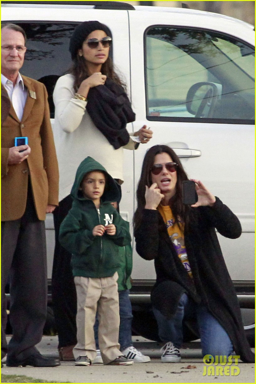sandra bullock camila alves hang out with the kids 07
