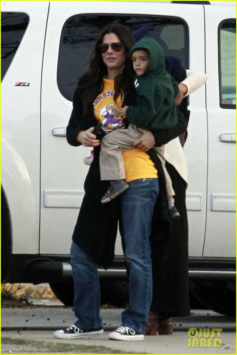 sandra bullock camila alves hang out with the kids 08