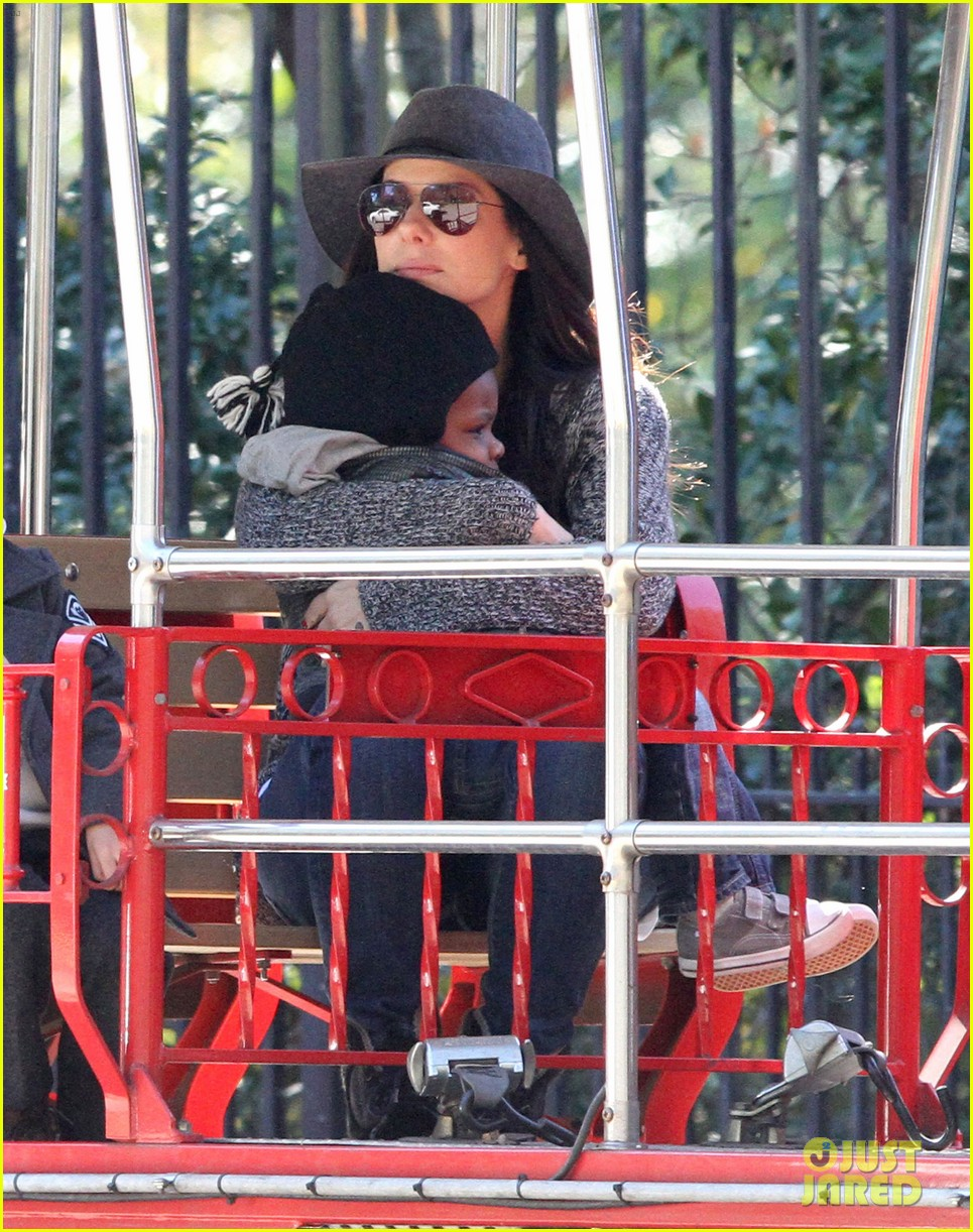 sandra bullock camila alves hang out with the kids 13
