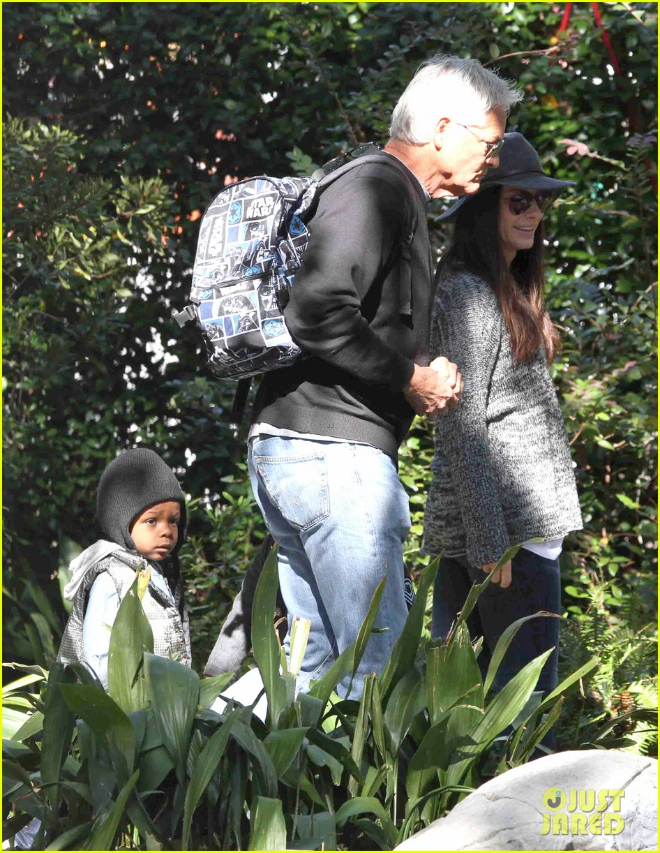 sandra bullock camila alves hang out with the kids 14