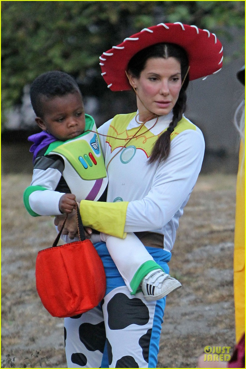 sandra bullock louis toy story halloween duo 08
