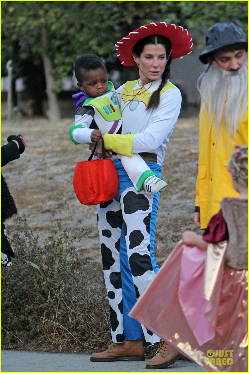 sandra bullock louis toy story halloween duo 09
