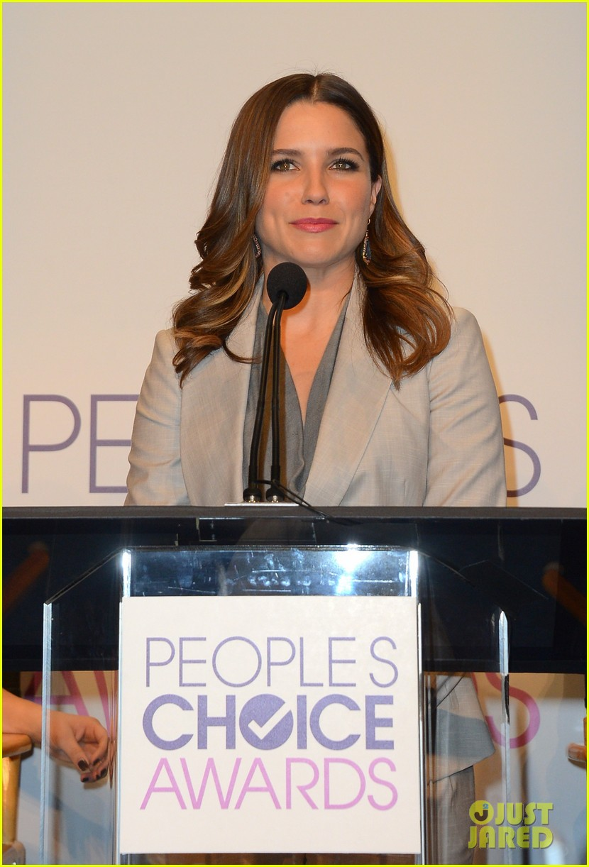 sophia bush peoples choice awards 2013 nominations announcement 02