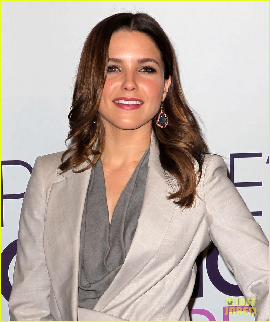 sophia bush peoples choice awards 2013 nominations announcement 05