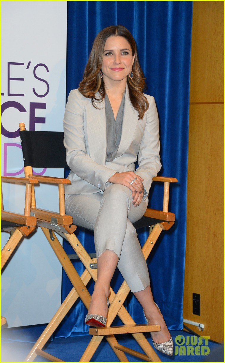 sophia bush peoples choice awards 2013 nominations announcement 09