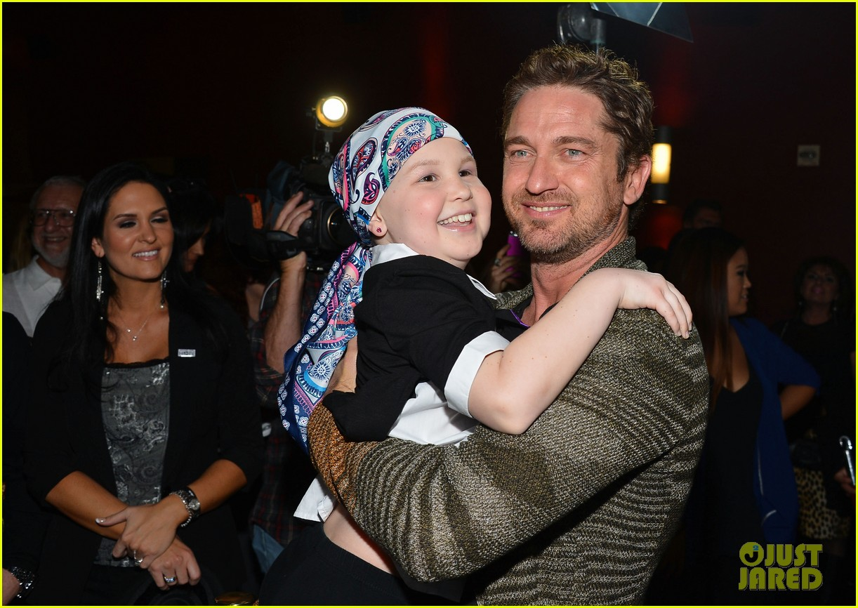 gerard butler playing for keeps childrens hospital screening 17