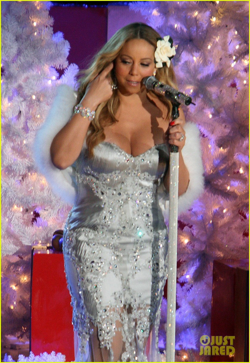 mariah carey rockefeller center tree lighting performance 02