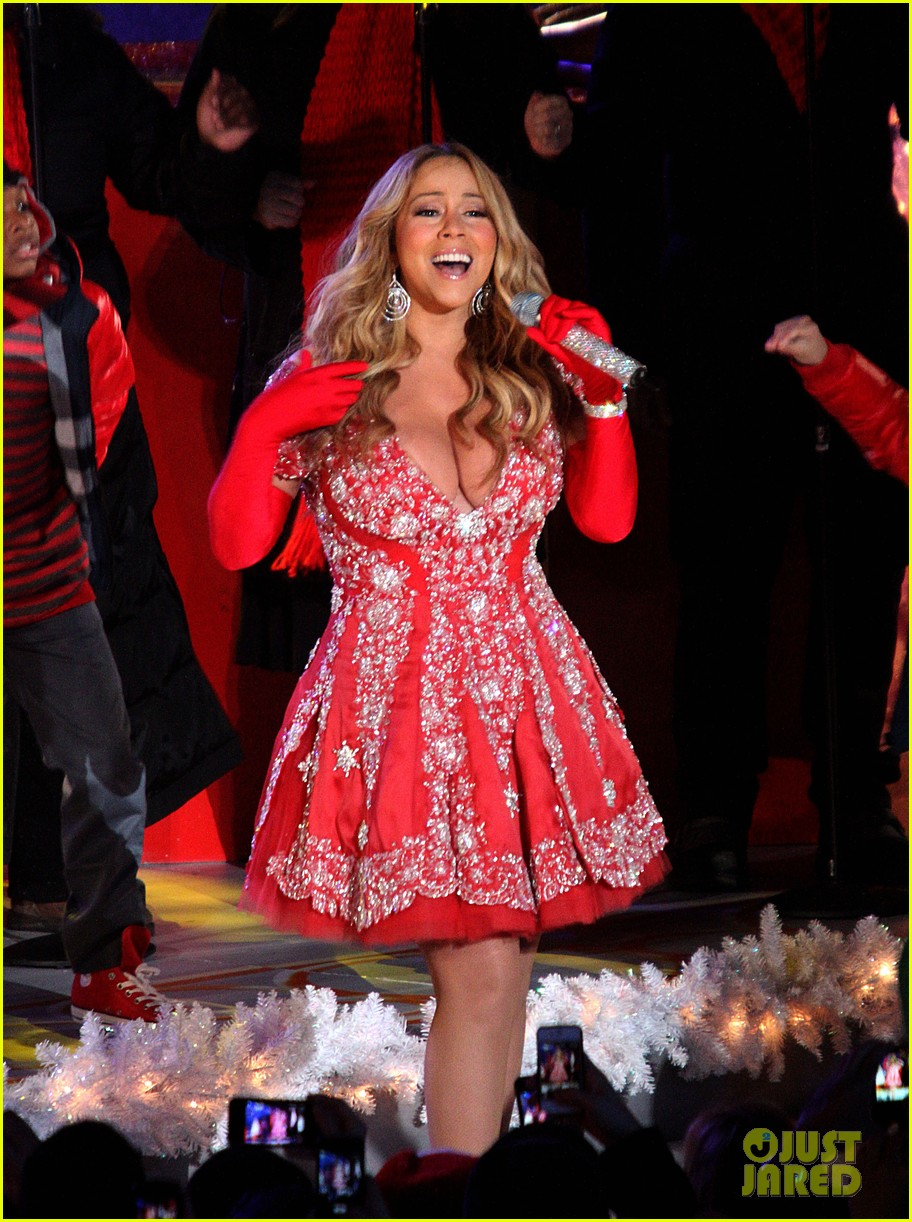 mariah carey rockefeller center tree lighting performance 09