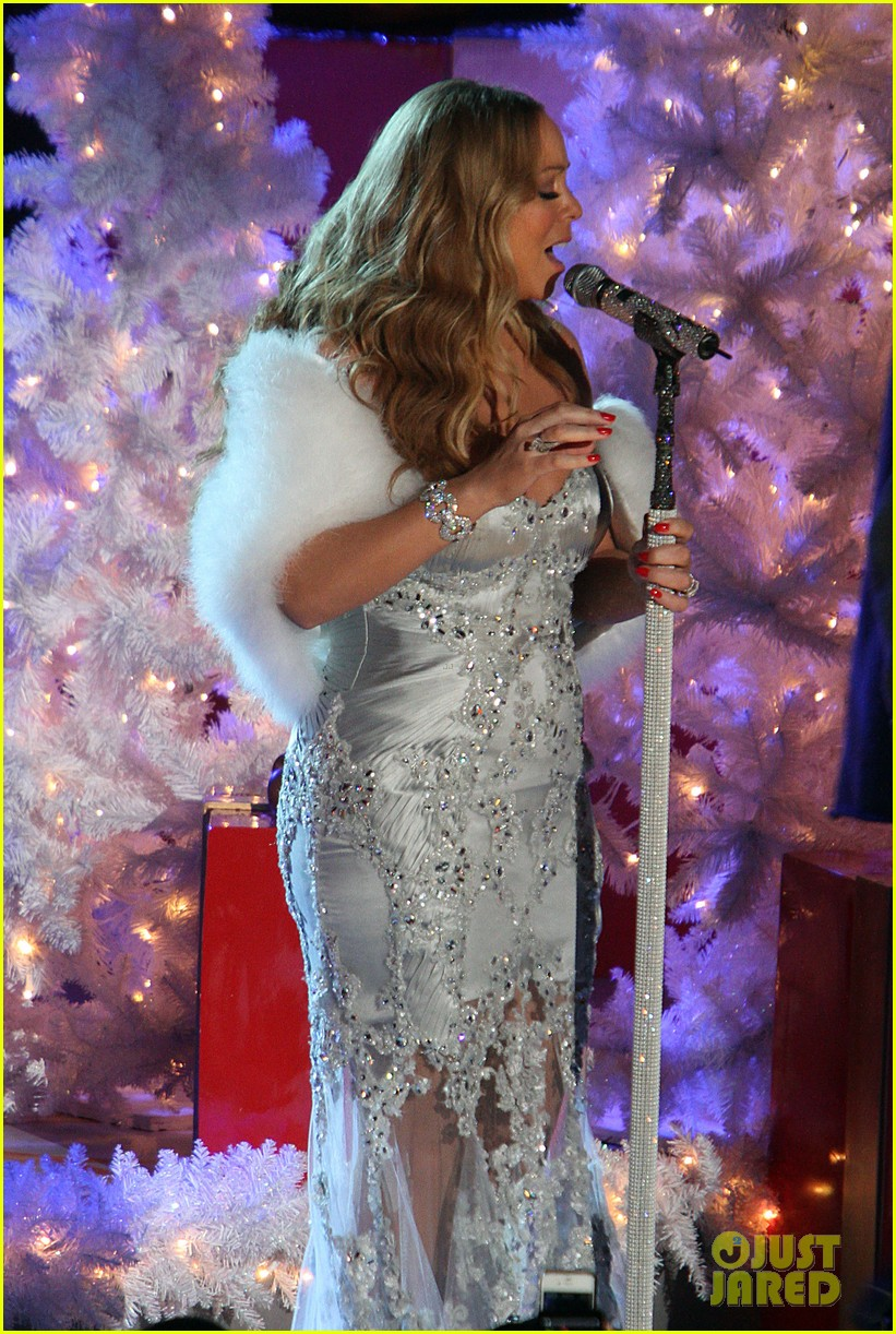 mariah carey rockefeller center tree lighting performance 14