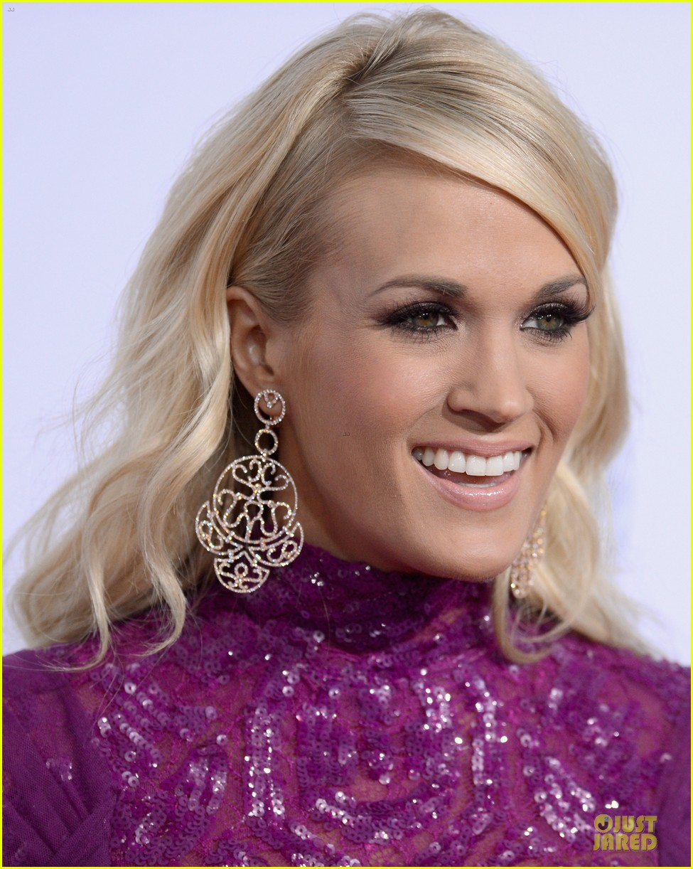 carrie underwood amas red carpet 04