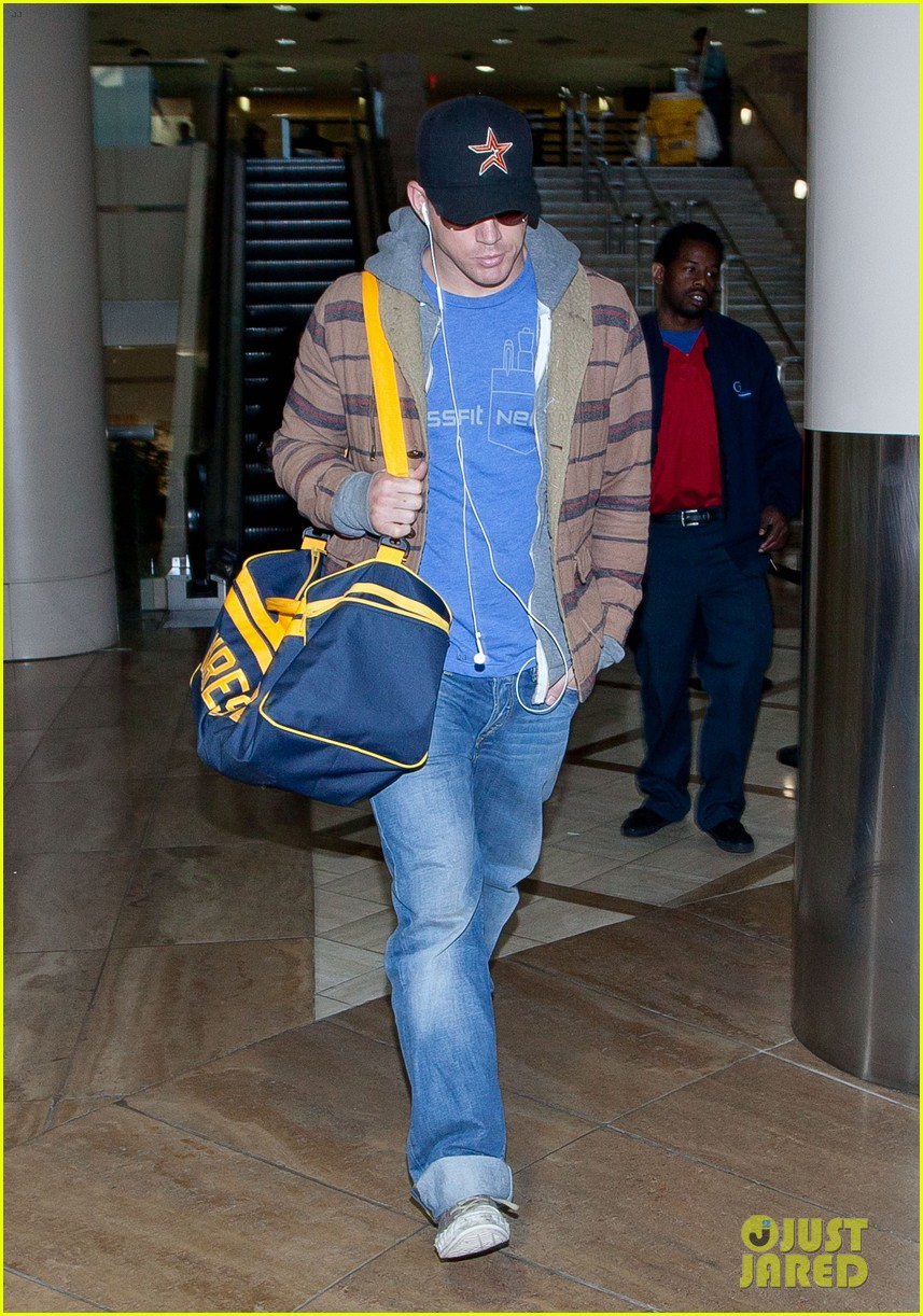 channing tatum thanksgiving day airport 02