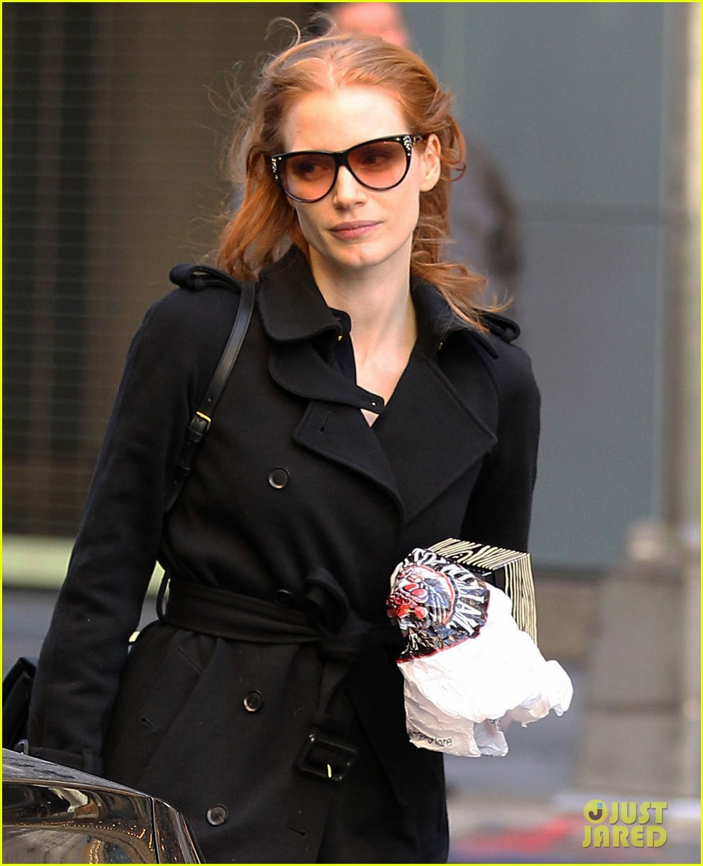 jessica chastain heiress arrival 02