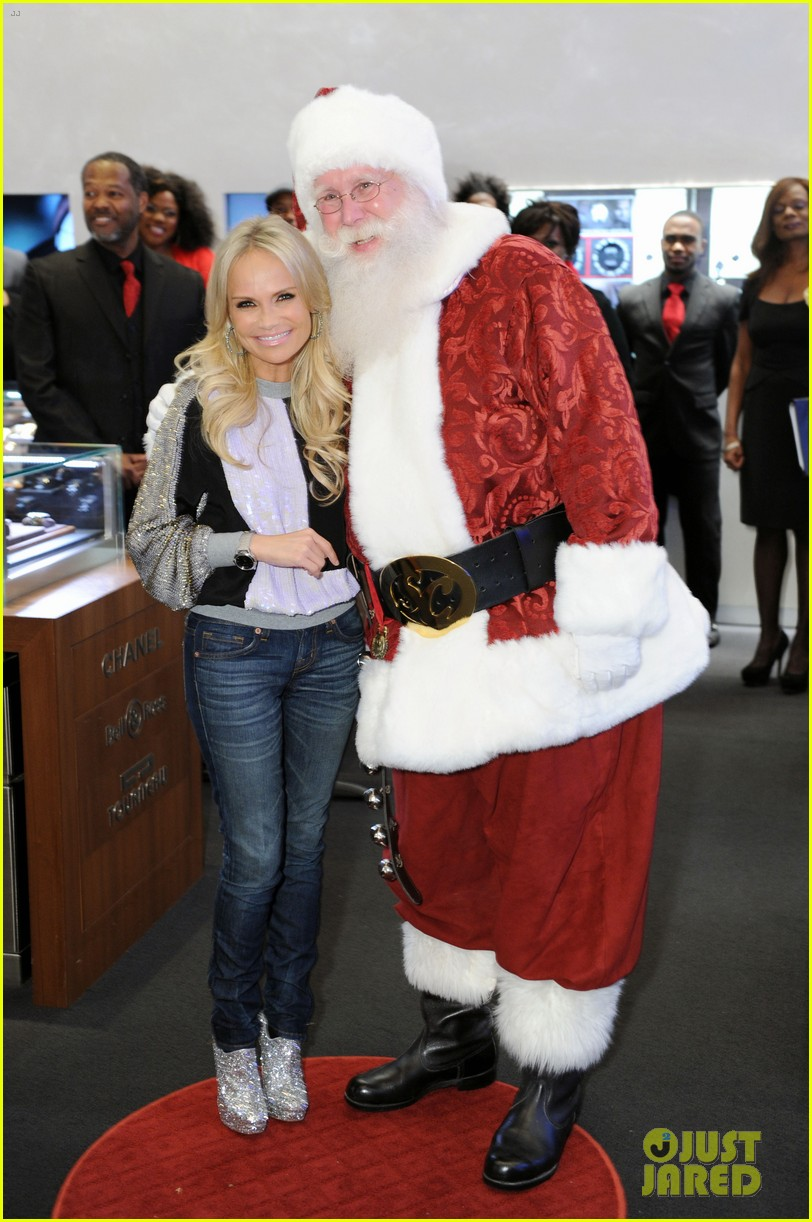 kristin chenoweth meets santa under the miseltoe 072765806