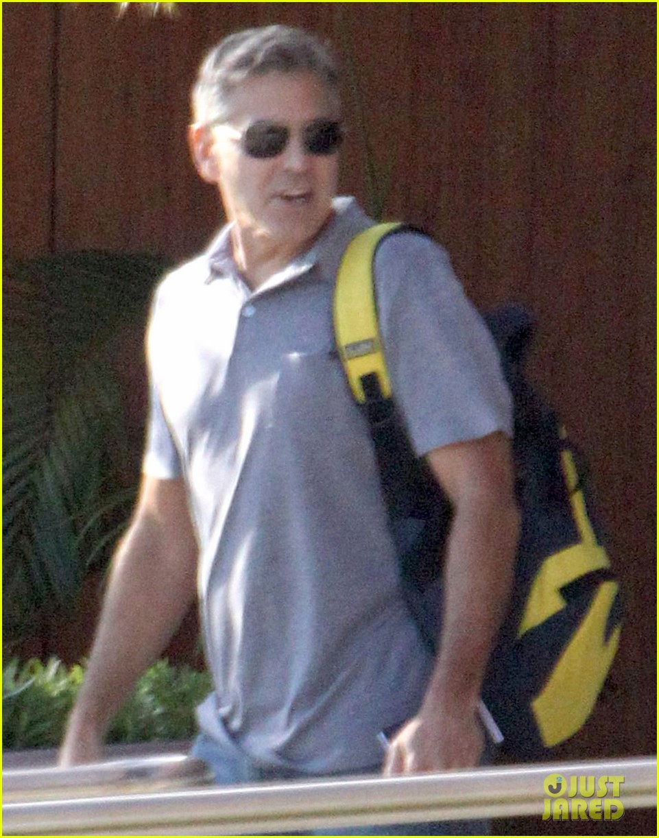 george clooney stacy keibler thanksgiving in mexico 02