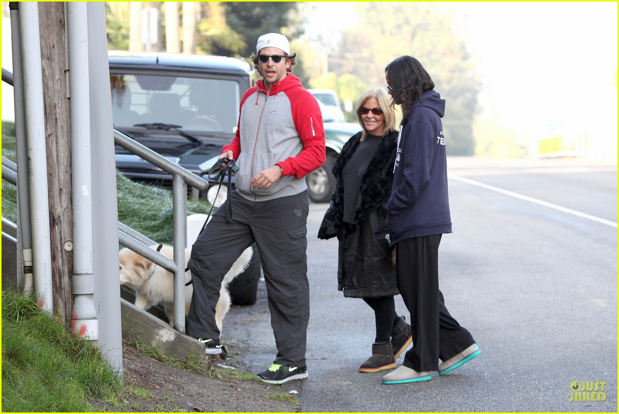 bradley cooper zoe saldana thanksgiving day outing 05