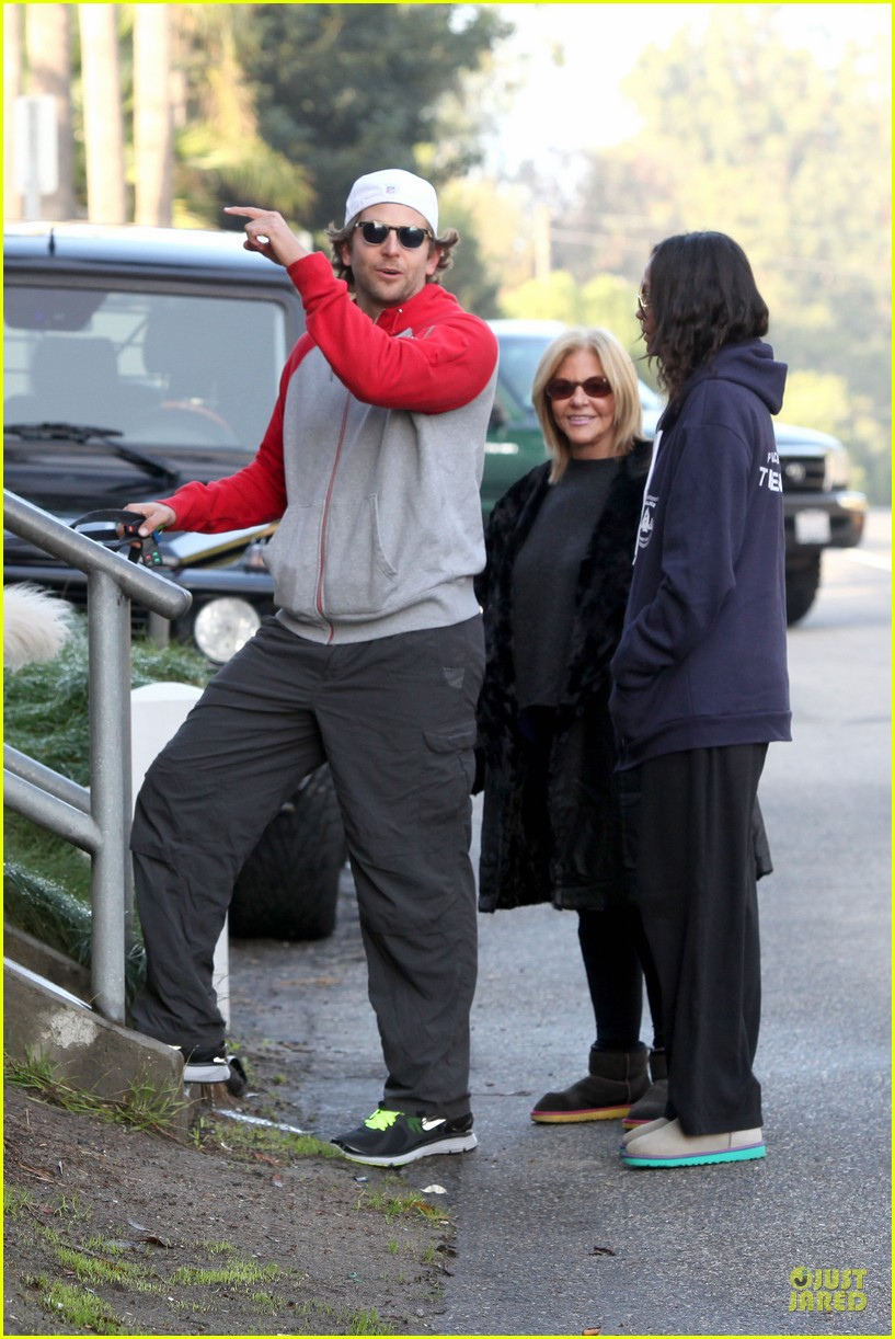 bradley cooper zoe saldana thanksgiving day outing 13