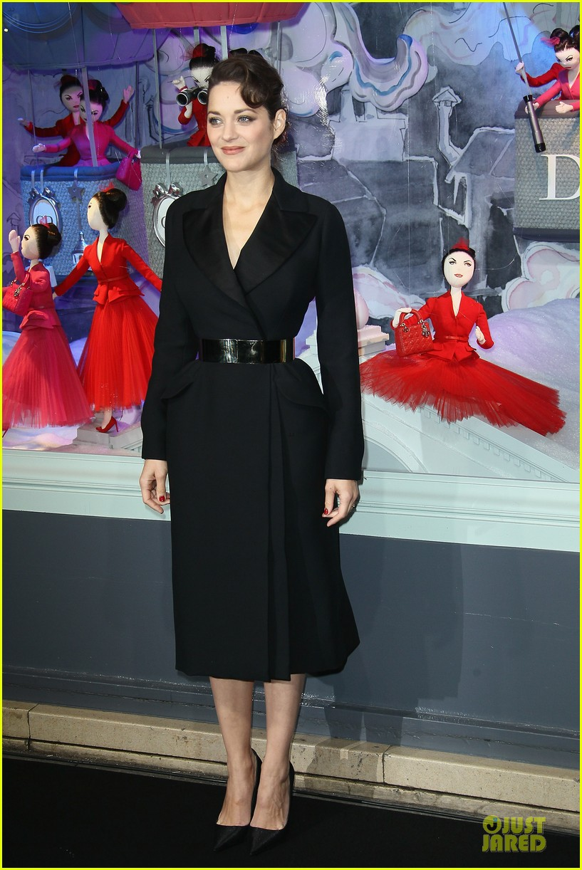marion cotillard christmas illuminations launch 01