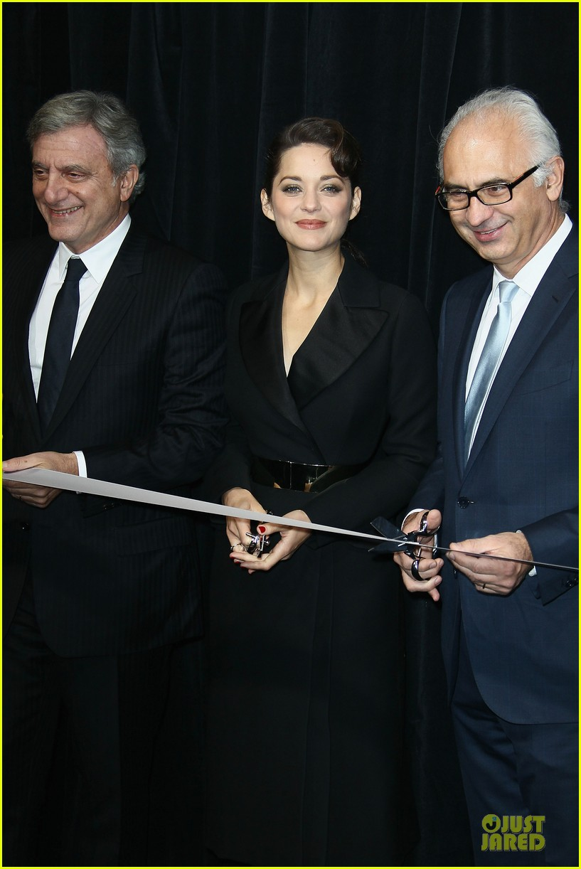 marion cotillard christmas illuminations launch 03