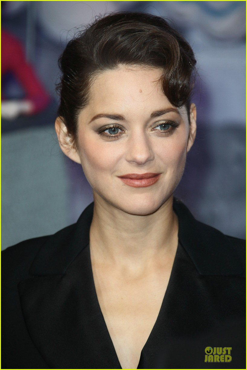 marion cotillard christmas illuminations launch 12
