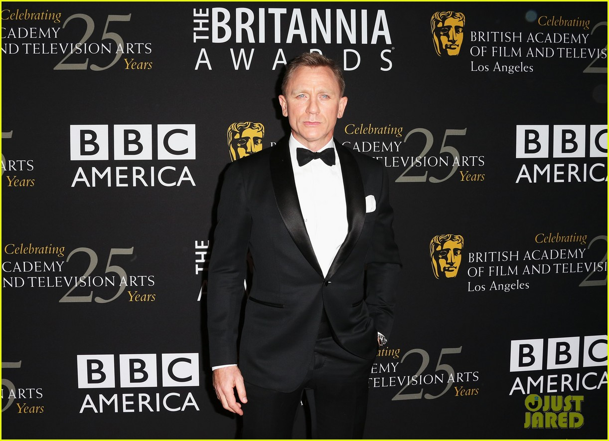 daniel craig bafta britannia awards with skyfall cast 04
