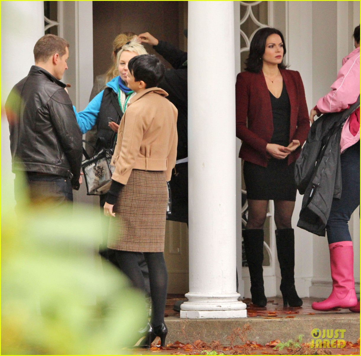 josh dallas protects ginnifer goodwin on once upon a time set 09