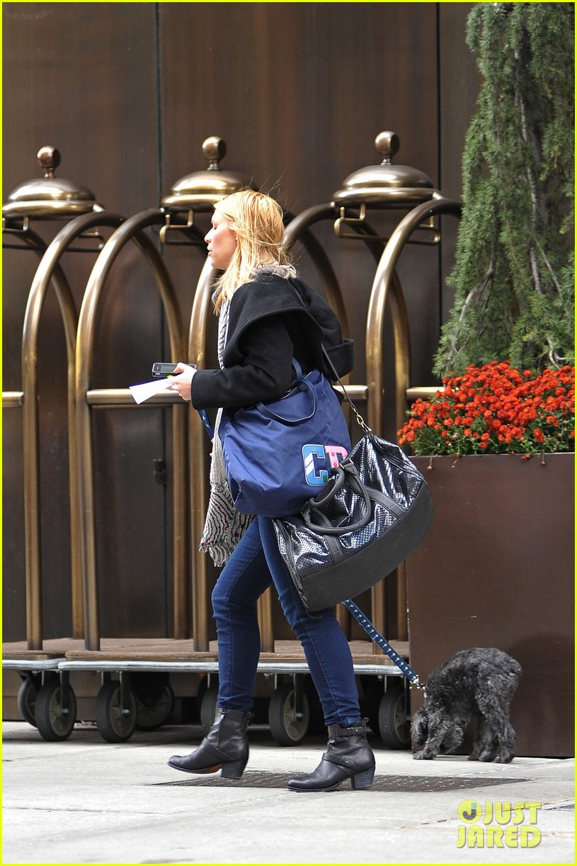 claire danes dog walk 03