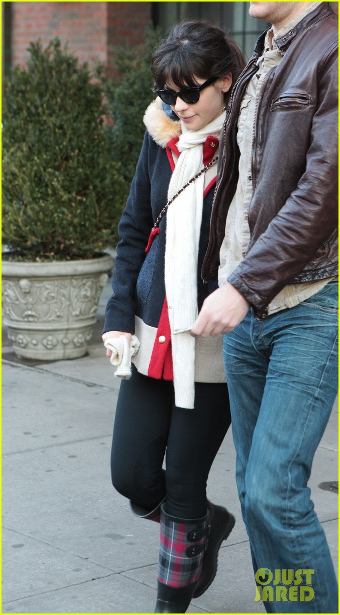 zooey deschanel jamie linden holding hands in nyc 10