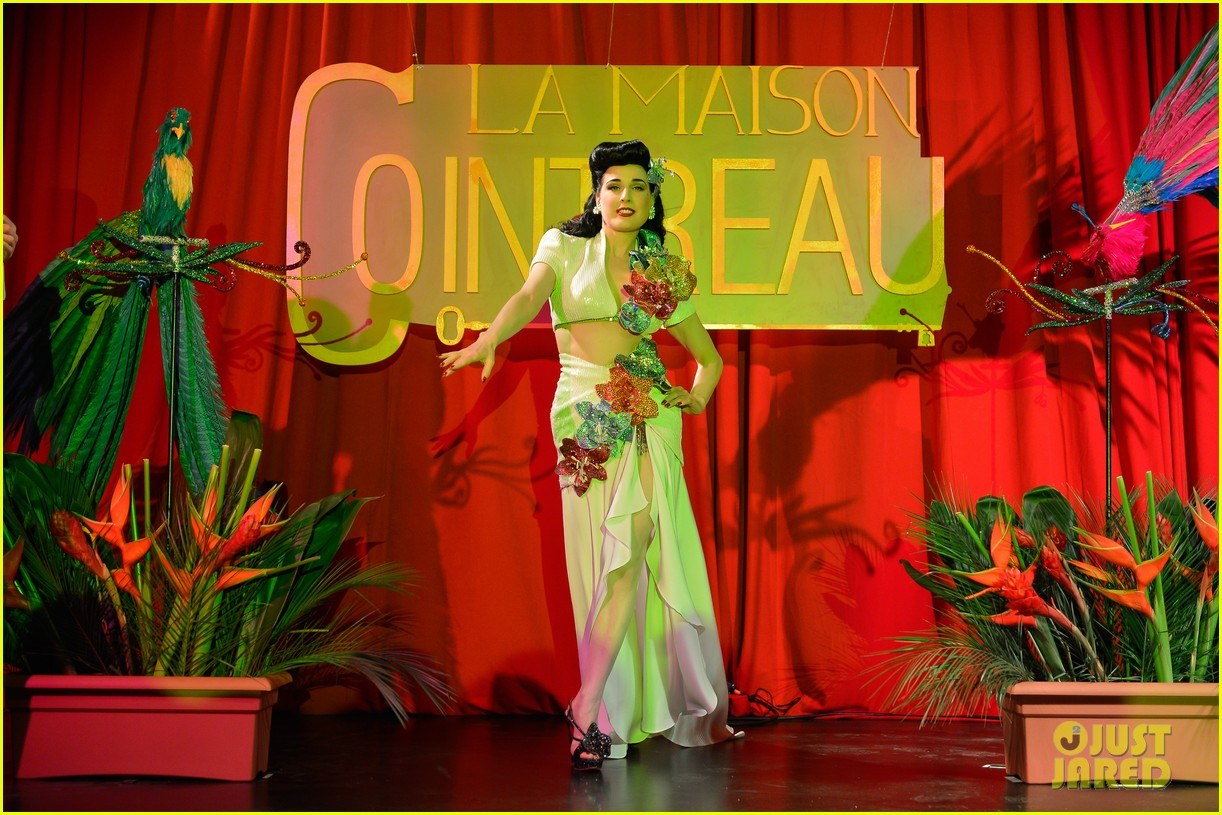 dita von teese la maison cointreau burlesque performance 03
