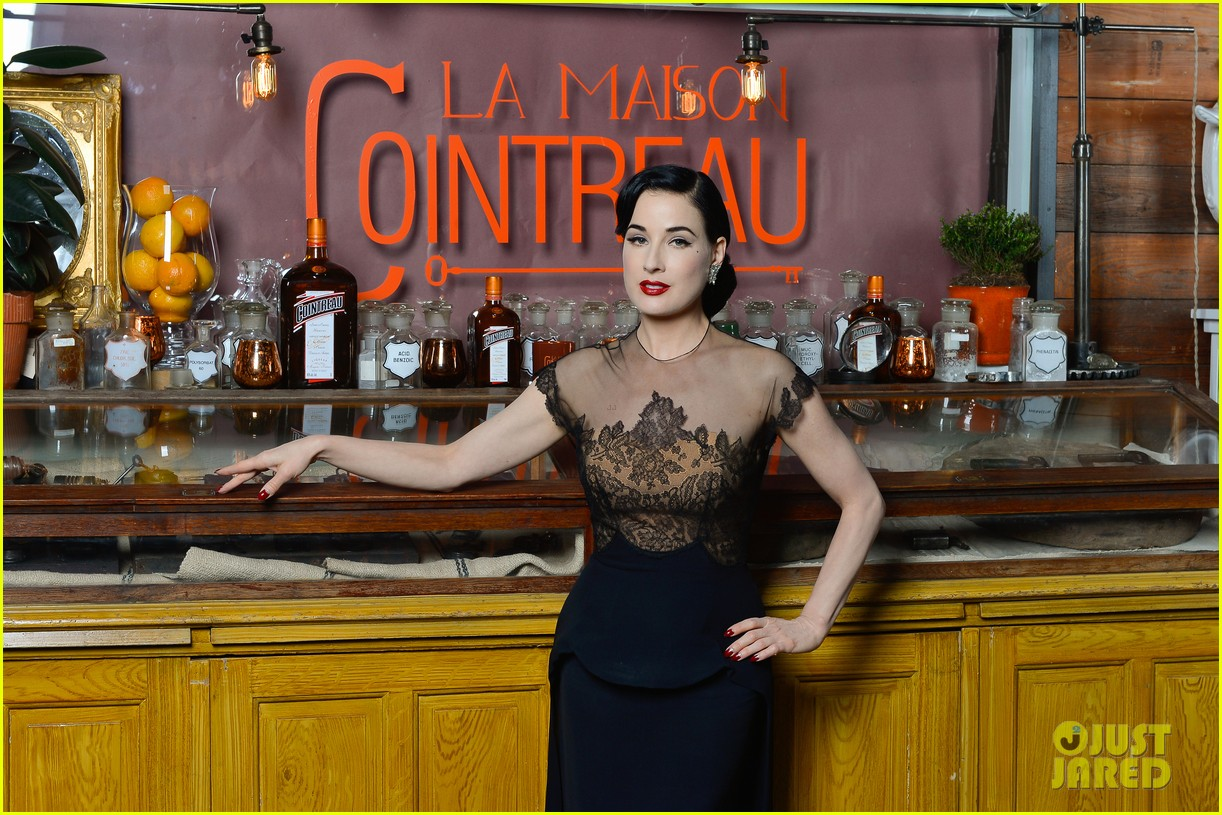 dita von teese la maison cointreau burlesque performance 05