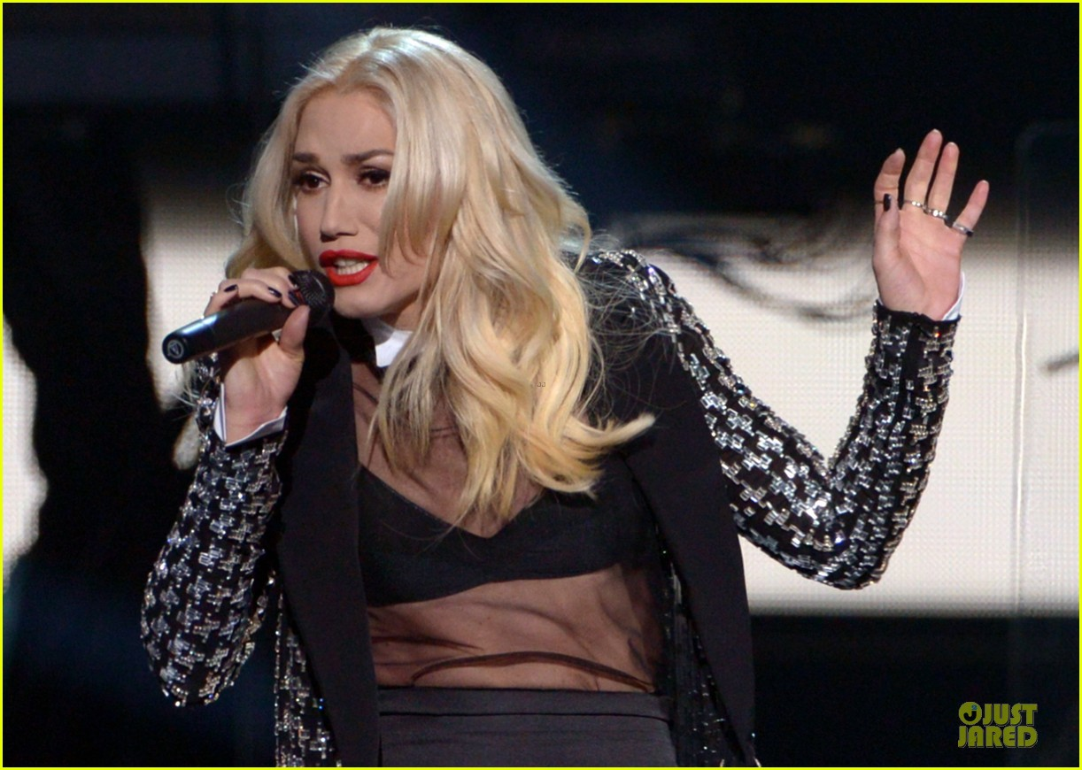 no doubt looking hot amas performance 05