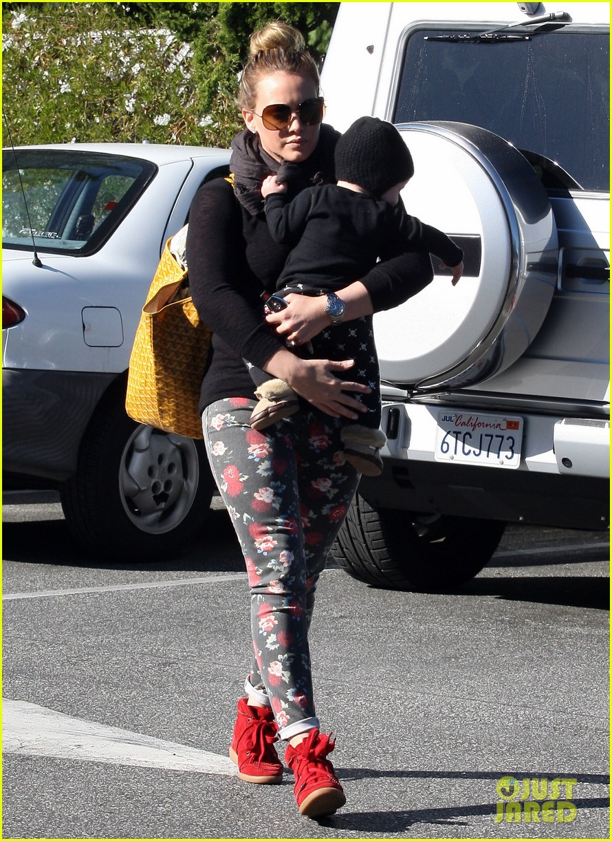 hilary duff bristol farms shopping with luca 12