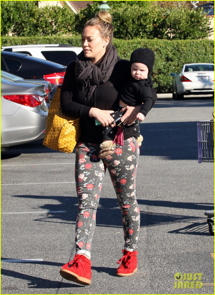 hilary duff bristol farms shopping with luca 22